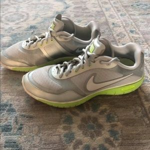 Women's Nike Everyday Fit Tennis Shoes (size 7.5)
